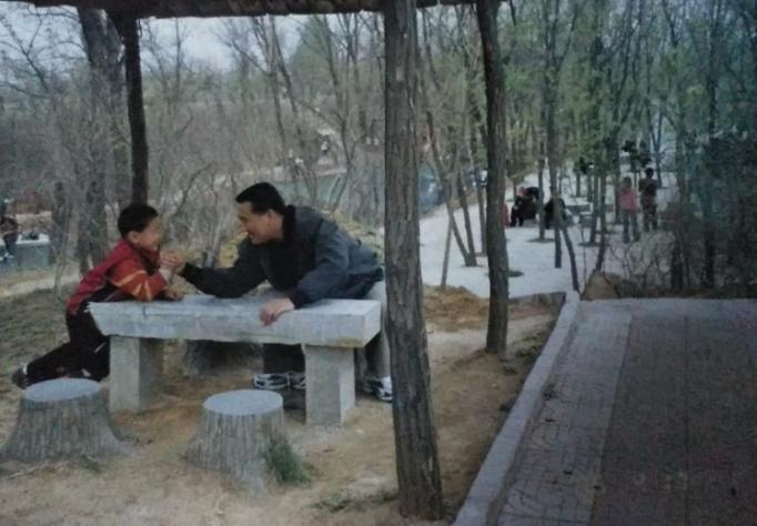Отец Яня Бинтао Ян Дон рассказал о том, как Бинтао стал играть в снукер
